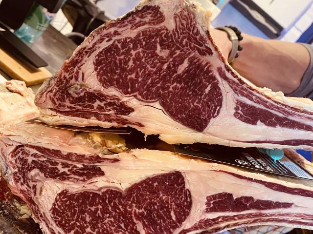 L'Auberge blonde de galice, cave de maturation, restaurant, boucherie, steakhouse, viande d'exception, viande maturée, côte à l'os, dryage, mouvaux, lille, hauts de france